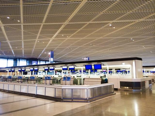 空港チェックインカウンター